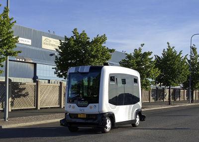 Robot bus_1920x625.jpg