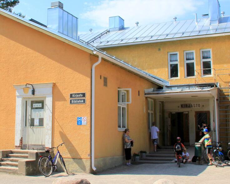 Veikkolan kirjasto.JPG